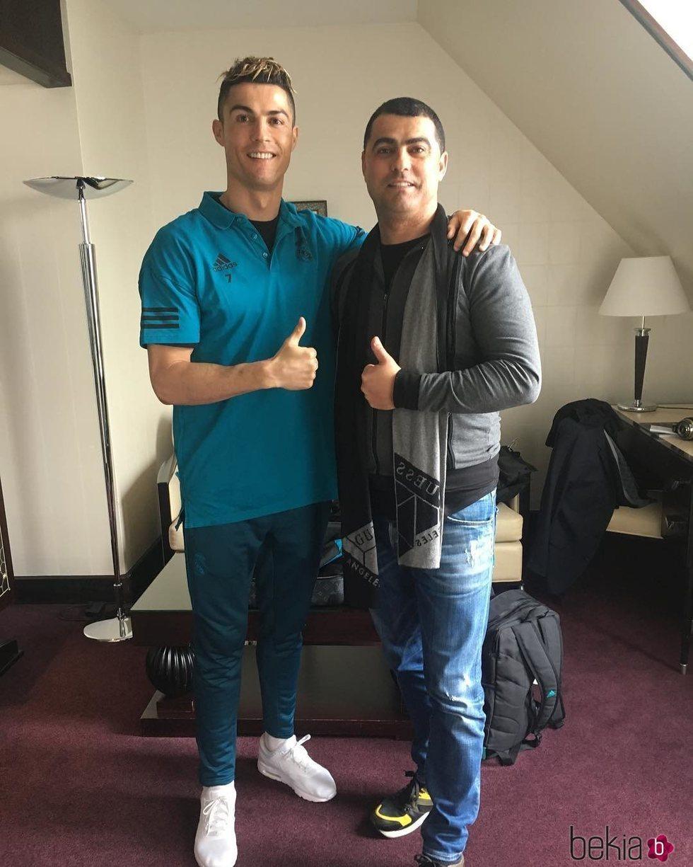 ¿Cuánto mide Cristiano Ronaldo? - Altura y peso - Real height - Página 3 127157_cristiano-ronaldo-posando-feliz-junto-hermano-hugo-aveiro