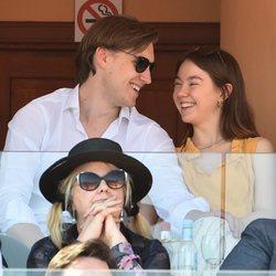 Alexandra de Hannover sonriente junto a su novio Ben-Sylvester Strautmann