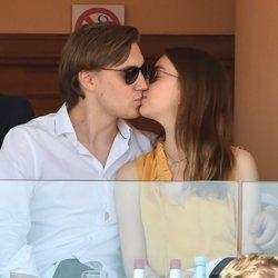 Alexandra de Hannover besándose con su novio Ben-Sylvester Strautmann