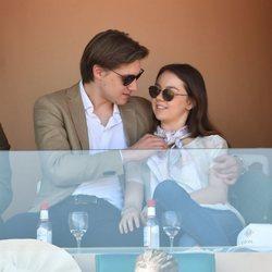Alexandra de Hannover y su novio comparten miradas cómplices