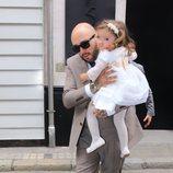 Kiko Rivera con su hija Ana en el bautizo de Carlota Rivera