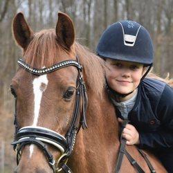 Isabel de Dinamarca montando a caballo en su onceavo cumpleaños