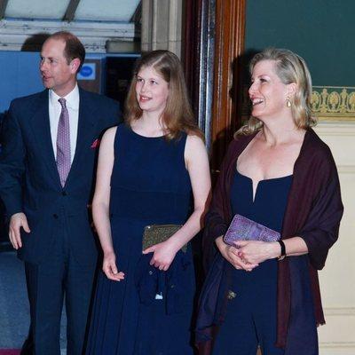 Los Condes de Wessex con su hija en el concierto del 92 cumpleaños de la Reina