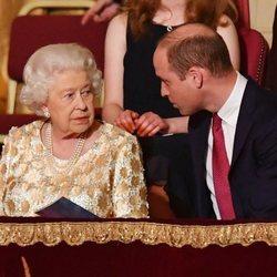 La Reina Isabel y el Príncipe Guillermo en el concierto del 92 cumpleaños de la Reina