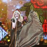Kylie Minogue actuando en el concierto del 92 cumpleaños de la Reina