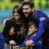 Leo Messi y Antonella Roccuzzo con su hijo Thiago celebrando la Copa del Rey 2018