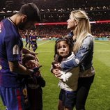 Luis Suárez y Sofia Balbi con sus hijos Delfina y Benjamín celebrando la Copa del Rey 2018