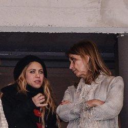 Shakira y Montserrat Bernabeu viendo la final de la Copa del Rey 2018 entre el Sevilla y el Barça