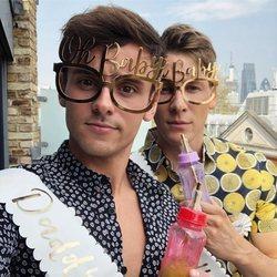 Tom Daley y Dustin Lance Black en el baby shower de su primer hijo