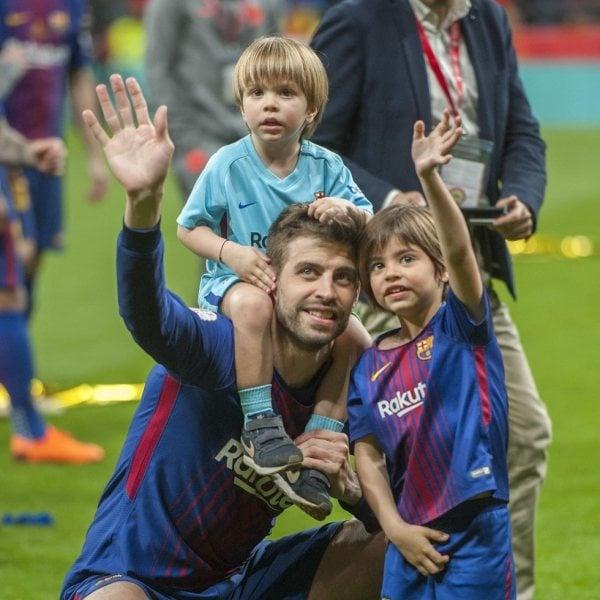 Los jugadores del Barça celebrando con sus familias la Copa del Rey 2018