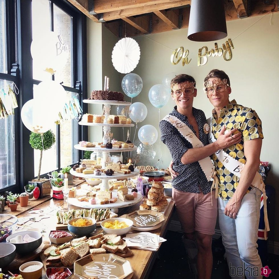 Tom Daley y Dustin Lance Black en el baby shower sorpresa de su primer hijo