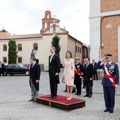 Los Reyes Felipe y Letizia junto a Mariano Rajoy y autoridades en la ceremonia del Premio Cervantes 2017