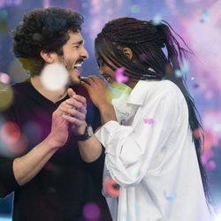 Berta Vázquez y Chino Darín divirtiéndose en 'El Hormiguero'