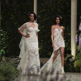 Blanca Romero y Lucía Rivera desfilando para Pronovias en la Barcelona Bridal Fashion Week 2018