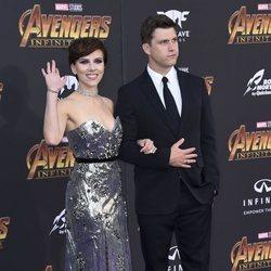 Scarlett Johansson y Colin Fost en la presentación de 'Avengers: Infinity War'