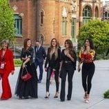 Las WAGs del Barça durante el desfile de Rosa Clará