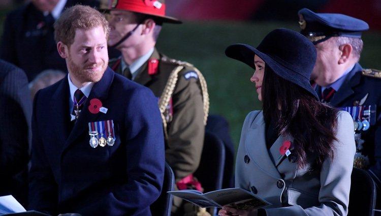 El Príncipe Harry y Meghan Markle se dedican una tierna mirada en el Anzac Day 2018