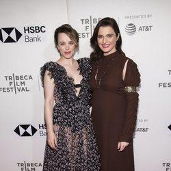 Rachel Weisz junto a Rachel McAdams en el Tribeca Film Festival