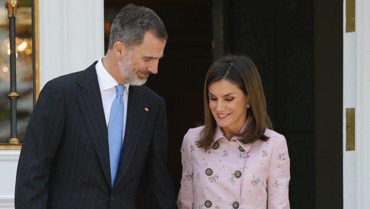 Los Reyes Felipe y Letizia, muy enamorados en La Zarzuela