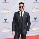 Miguel Ángel Silvestre en la alfombra roja de los Premios Billboard de la Música Latina de 2018