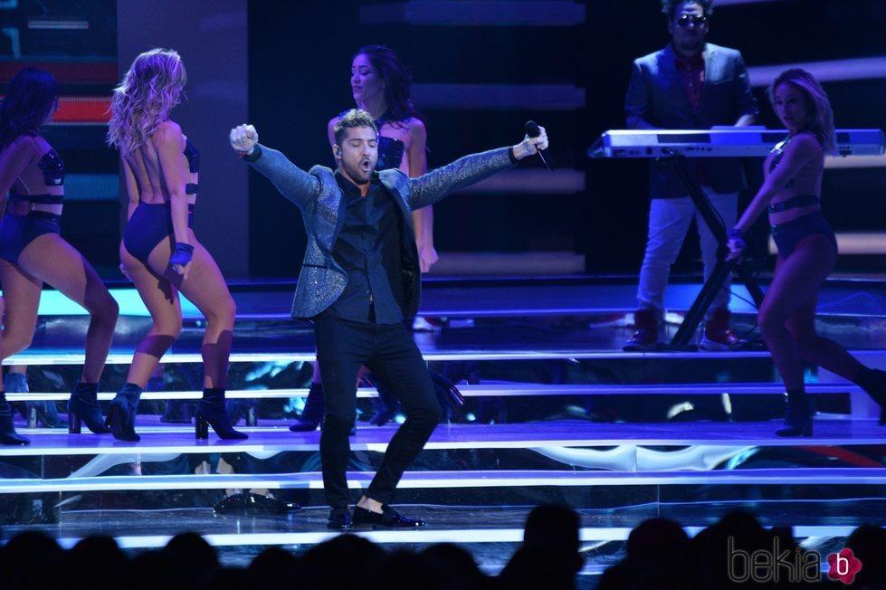 David Bisbal actuando en los Premios Billboard de la Música Latina de 2018
