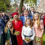 Los Reyes de Holanda junto a sus hijas