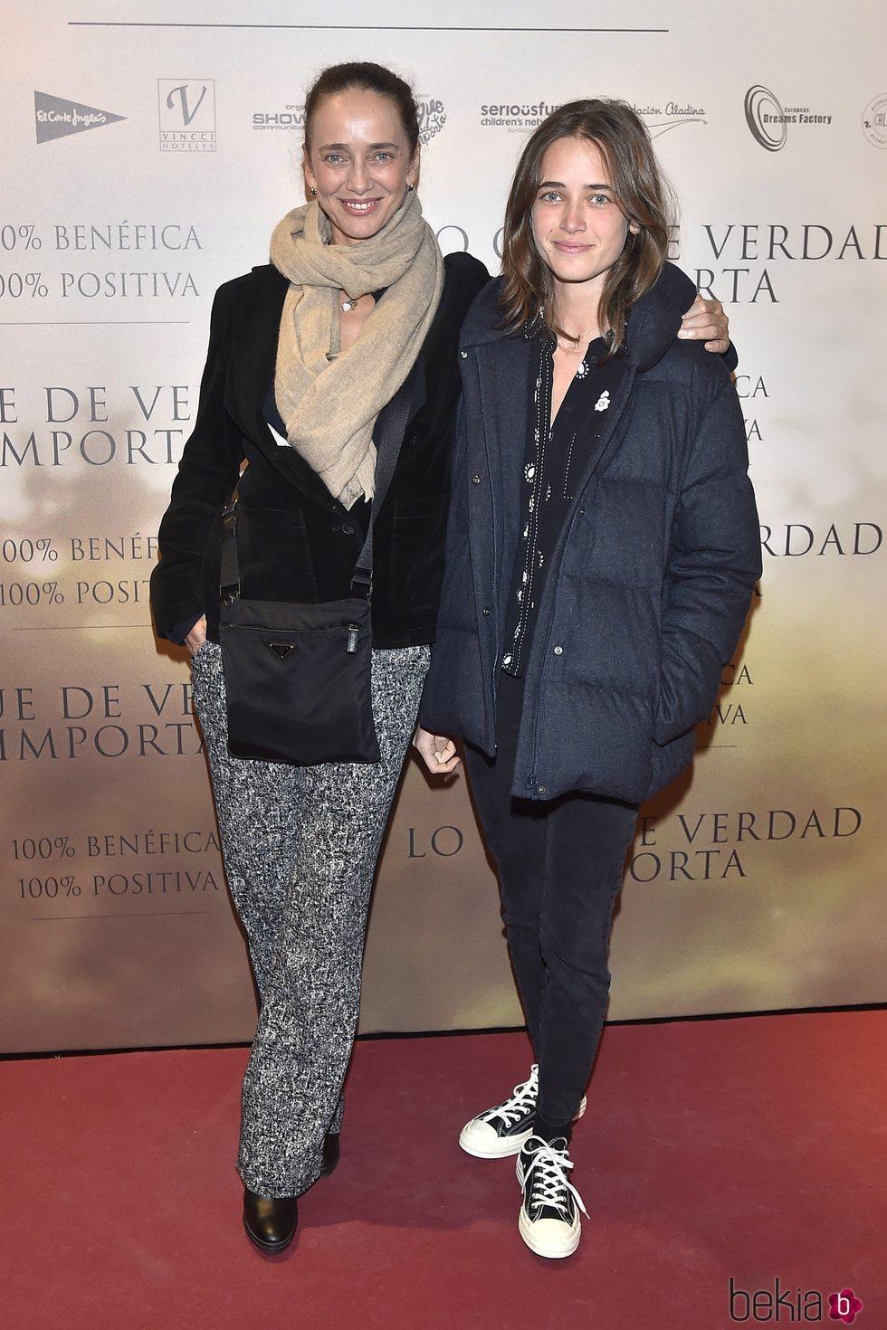 Blanca Suelves y su hija Blanca Osorio en un estreno en Madrid