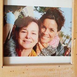 Carmen Chaparro junto a su madre