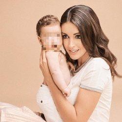Noelia Lopez posando junto a su hijo, Arnaldo