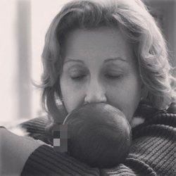 La madre de Eva González junto al pequeño Cayetano