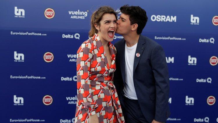 Amaia y Alfred, muy sonrientes durante la Blue Carpet antes de Eurovisión 2018