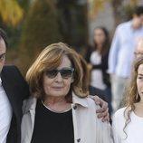 La viuda y los hijos de José María Íñigo, muy afectados tras la despedida al periodista