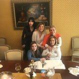 María Teresa Campos celebrando el Día de la Madre 2018 con sus hijas y sus nietas