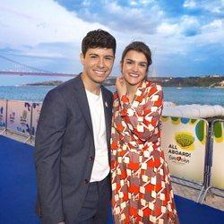 Amaia y Alfred posan en la Blue Carpet previa a Eurovisión 2018