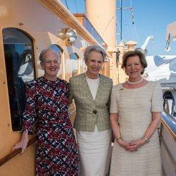 La Reina Margarita de Dinamarca y sus hermanas en el yate real