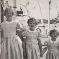 La Reina Margarita de Dinamarca y sus hermanas de pequeñas en el yate real