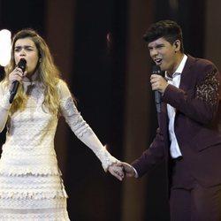 Amaia y Alfred cantando en el primer ensayo general previo a Eurovisión 2018