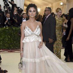Selena Gomez en la alfombra roja de la Gala MET 2018