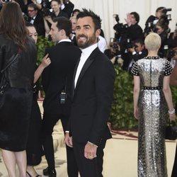 Justin Theroux en la alfombra roja de la Gala MET 2018