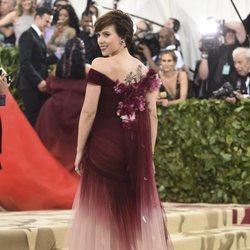 Scarlett Johansson en la alfombra roja de la Gala MET 2018