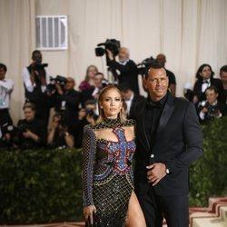 Jennifer Lopez y Alex Rodriguez en la alfombra roja de la Gala MET 2018