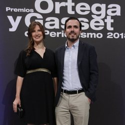 Alberto Garzón y Anna Ruiz en la entrega de Premios Ortega y Gasset de Periodismo