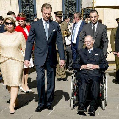 Los Grandes Duques de Luxemburgo y Juan de Luxemburgo en la procesión de la Octava Católica