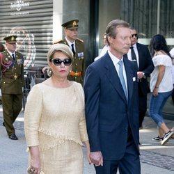 Enrique y María Teresa de Luxemburgo en la procesión de la Octava Católica