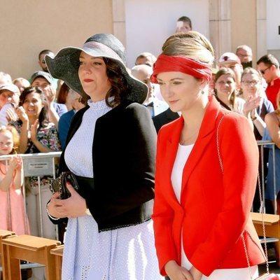 Alejandra y Estefanía de Luxemburgo en la procesión de la Octava Católica