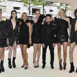 Carlota Casiraghi con Kate Moss y otras amistades en la alfombra roja de la Gala MET 2018