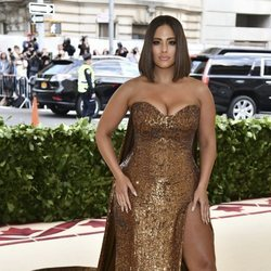 Ashley Graham en la alfombra roja de la Gala MET 2018