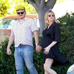 Kirsten Dunst embarazada junto con su prometido Jesse Plemons