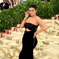 Kylie Jenner en la alfombra roja de la Gala MET 2018