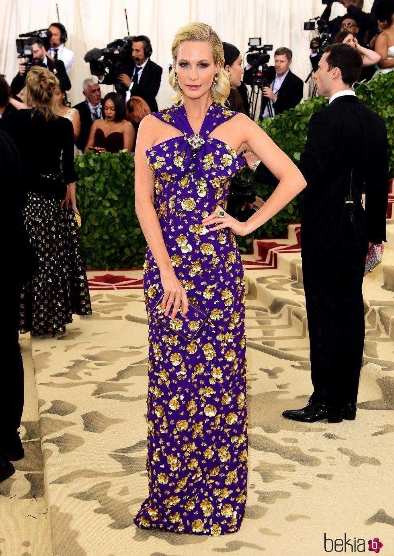 Poppy Delevingne en la alfombra roja de la Gala MET 2018